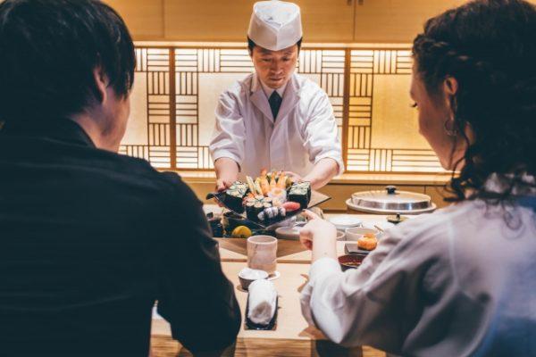 大人の鮨デートと日本酒バー
