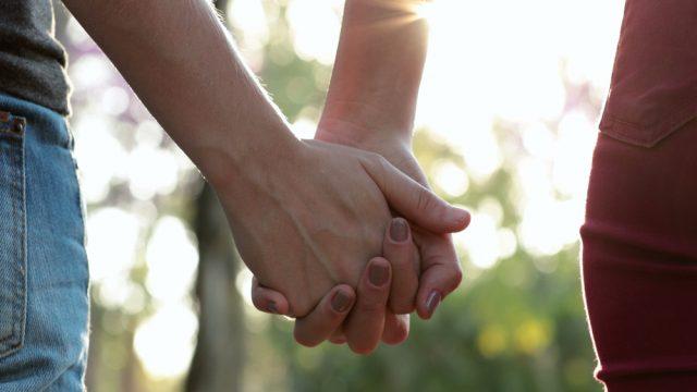 男の手汗対策。ネチョネチョベタベタは嫌!手を繋ぐ前に知っておきたいこと