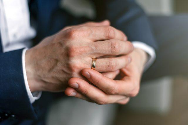 既婚者?それともシングル? 指輪の有無