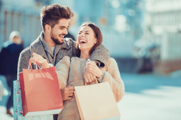 好感度アップ間違いなし!彼女が喜ぶ買い物デート中の行動8つ