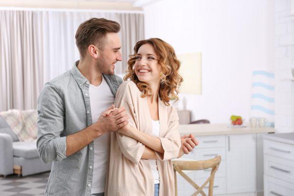 女性はなぜ一緒にいると落ち着く男性を好むのか