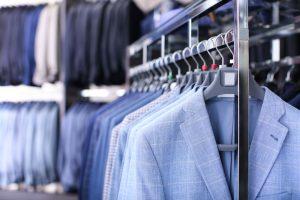 【年収別】既製品スーツを買う場合の相場目安