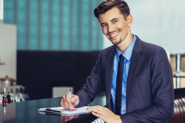 【見た目編】職場で人気の男性の特徴