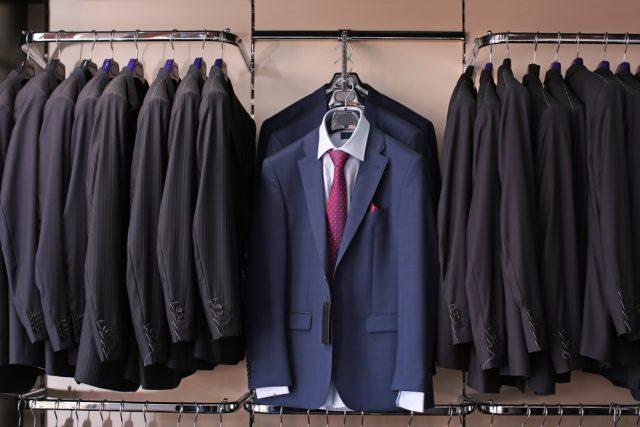 スーツと年収の相関関係。収入から見るスーツの相場と投資の目安とは?