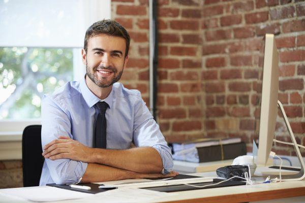 職場で人気の男性と女性社員からモテない男性の違いとは?