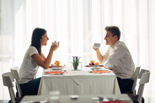 食べ方だけでなくデートでのエスコートも大切