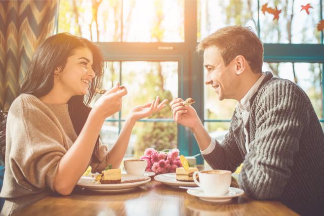 「甘いもの食べに行かない?」がデートの成功率を上げる!その理由と誘い方とは