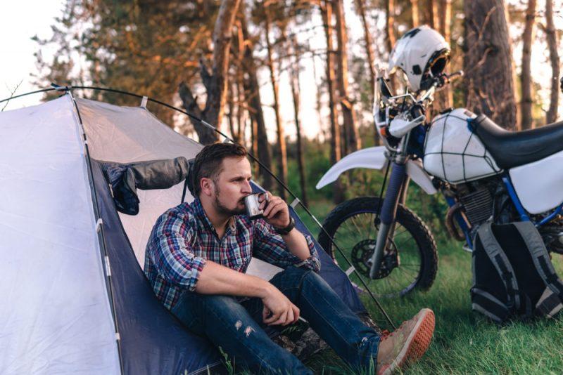 ソロキャンプを趣味にしたい男性必見!初心者におすすめの道具とキャンプ場