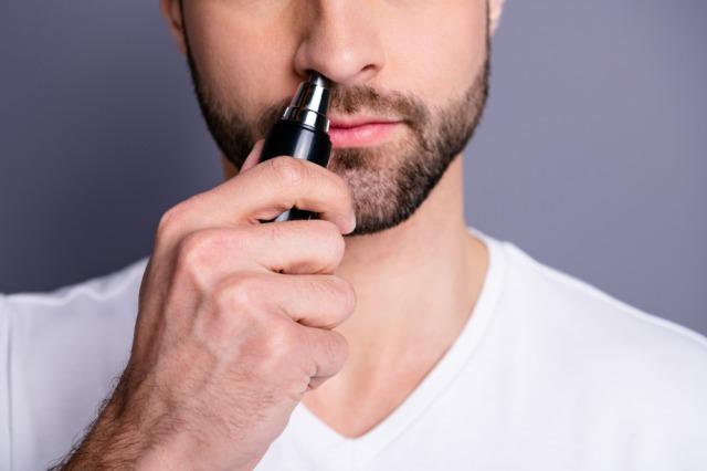 男の鼻毛は嫌われる!鼻毛はレーザー脱毛でスマートに処理しよう