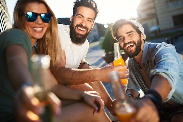 同性の友人が少なく男友達とよく遊んでいる