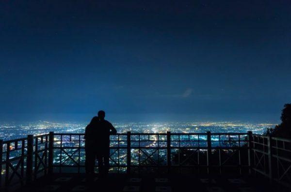 【女性が告白されて嬉しいタイミング2】夜景のキレイな場所