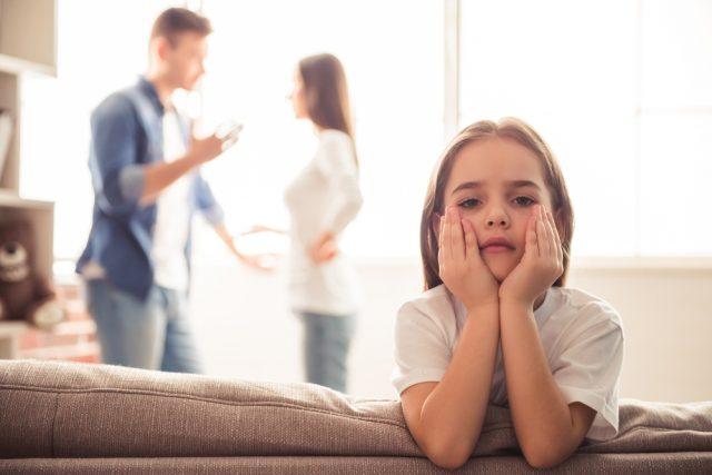 共働き夫婦が離婚したあと子供はどうなる?