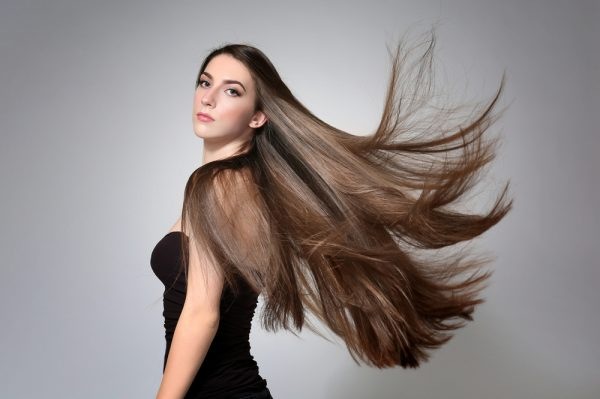 髪の長いヘアスタイルが似合う