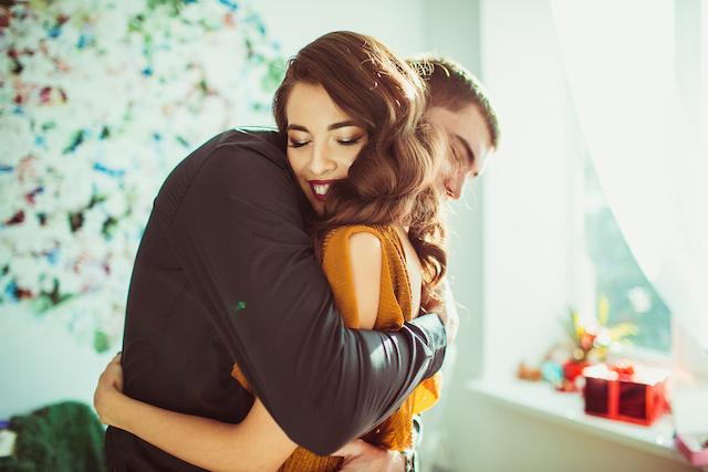 キスとハグの驚くべき効果!ストレス解消にもなる好きな人とのキスとハグ