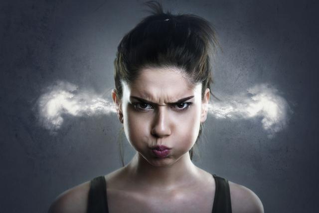 どうして女性は突然怒る? 知っておくべき理由と5つの対処法