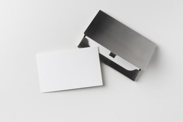 アルミやプラスチックの名刺ケースは基本的にNG