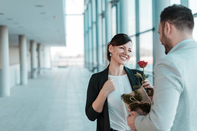 職場内恋愛の実情ときっかけ
