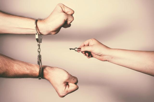 束縛をやめさせる方法