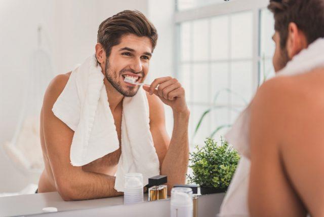 こんな口元はNG!歯が汚い男性の特徴とは