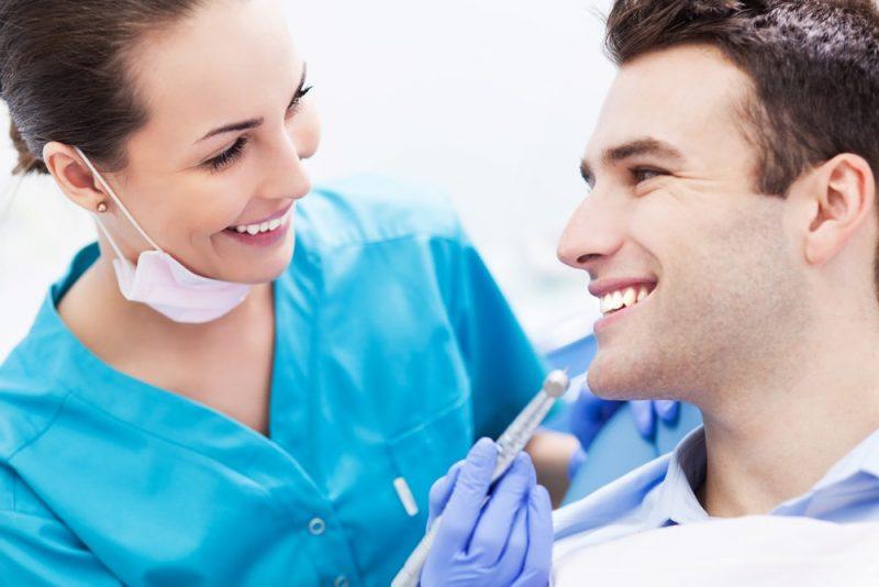 歯が綺麗な男性はモテる!歯をキレイにする3つの方法とは