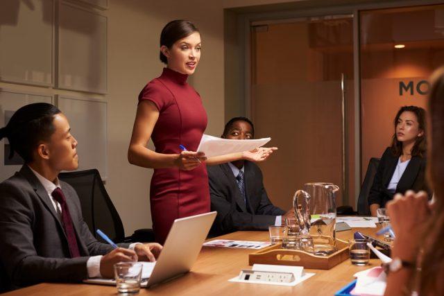 取引先の女性をデートにどう誘う? 仕事に影響ない誘い方を知る